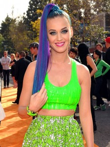 katy perry cheveux bleux
