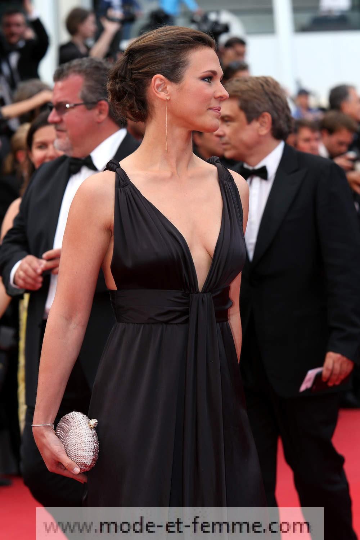 Lorie et sa robe ouverte à Cannes