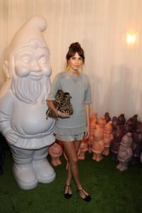 Alexa Chung et un nain