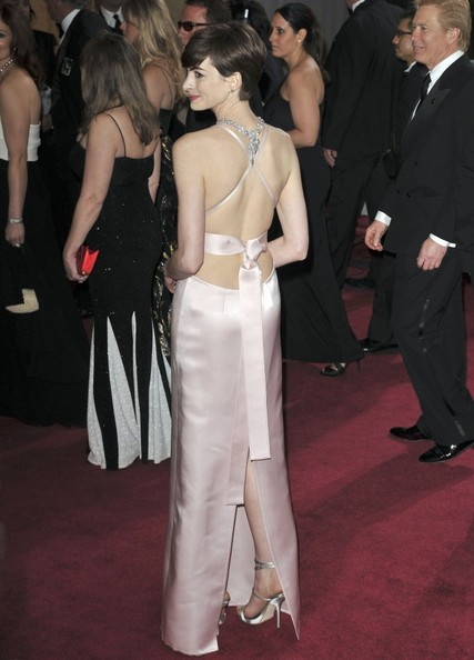 Anne Hathaway robe Prada Oscars 203
