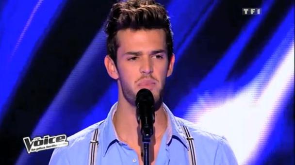 Florent Torres chante Sois tranquille dans The Voice