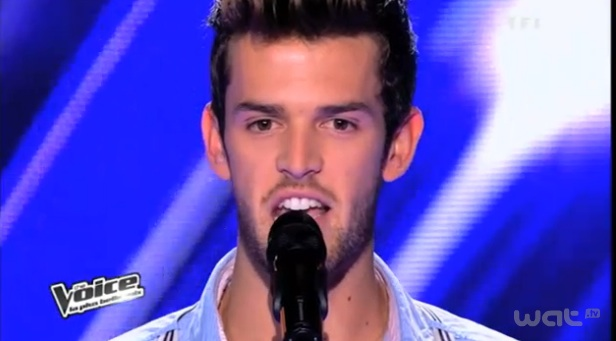 Florent Torres chante Sois tranquille dans The Voice