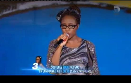 Julie Nouvelle Star chante C'est beau la bourgeoisie de Discobitch