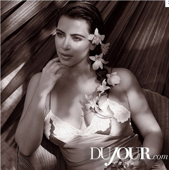 Kim Kardashian enceinte pour DuJour