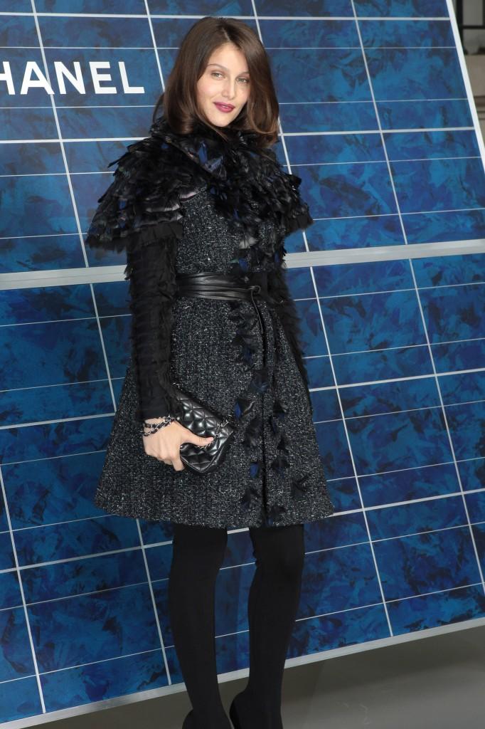 Laetitia Casta brune au défilé Chanel