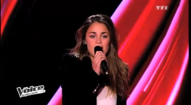 Laura Tab chante people help the people dans The Voice
