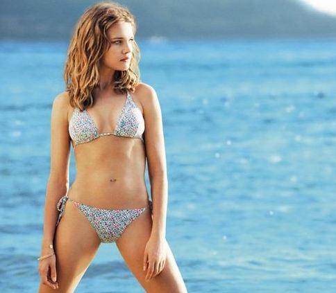 http://www.mode-et-femme.com/wp-content/uploads/Maillot-Etam-Natalia-Vodianova-7.jpg