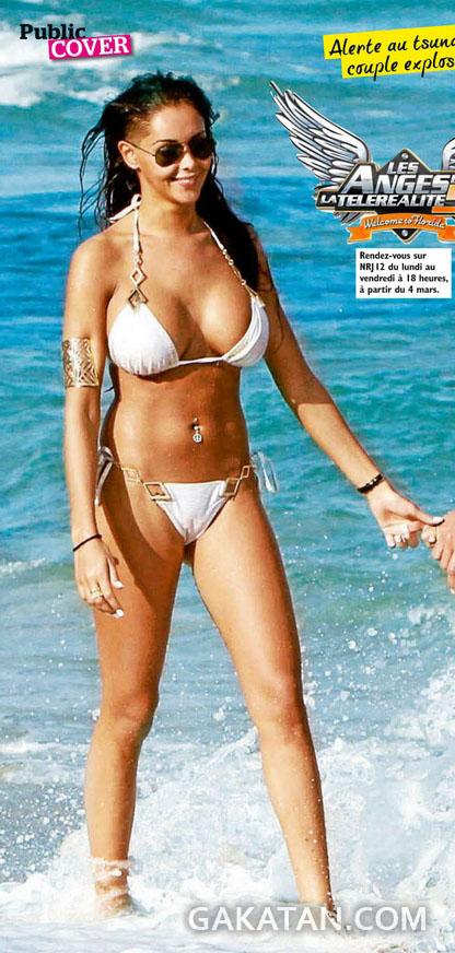 Nabila-sexy-bikini-Public