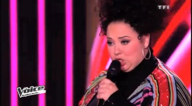 Nadja chante Think dans The Voice
