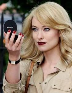 Olivia Wilde blonde sexy pour  Revlon