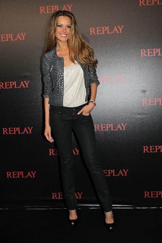 Petra Nemcova en jeans Replay
