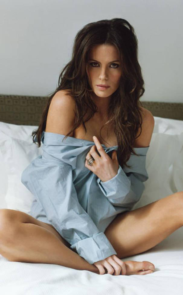 Stana Katic sexy