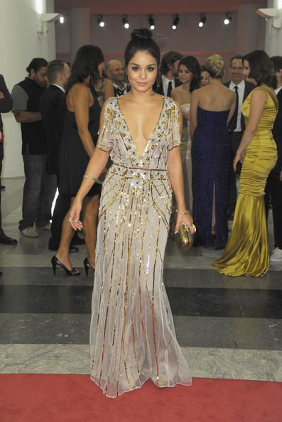 Les décolletés de Vanessa Hudgens et Selena Gomez à Venise