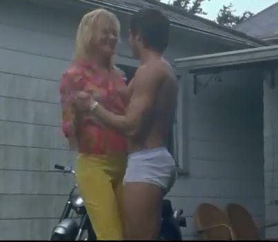 Zac Efron est-il sexy en slip kangourou?
