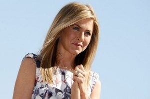 bague jennifer aniston 300x197 Fiançailles de Jennifer Aniston