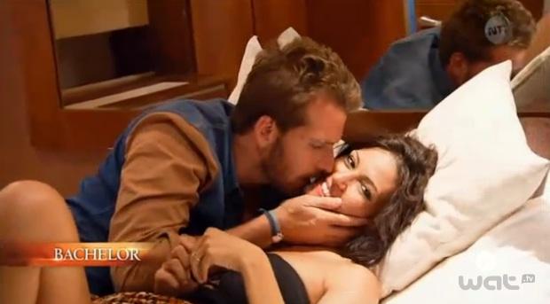 Le baiser raté de Livia et Adriano Bachelor 2013