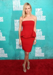 Charlize Theron en rouge