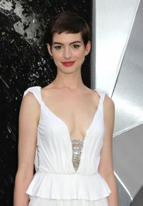 cheveux courts anne hathaway