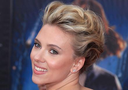 chignon Scarlett Johansson