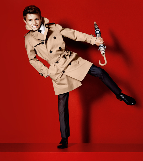 Le fils de Victoria Beckham top model pour Burberry