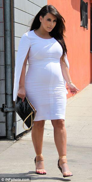 jambes gonflees Kim Kardashian