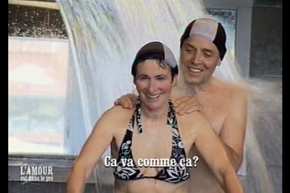 L'Amour est dans le pré Jeanne et Lucien à la piscine