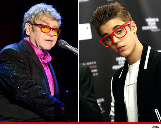 Justin Bieber et ses lunettes rouges