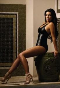 Kim Kardashian latex noir