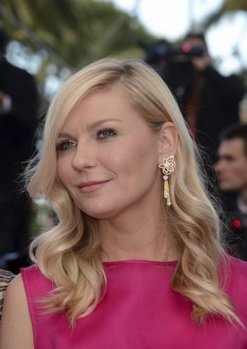Kirsten Dunst en robe rose à Cannes