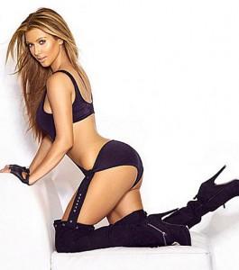 Les mensurations de Kim Kardashian lui donnent des formes voluptueuses ...