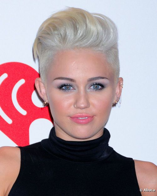 Maquillage de Miley Cyrus aux iHeartRadio Music