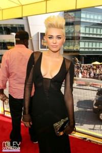 Le décolleté de Miley Cyrus aux MTV Music Awards