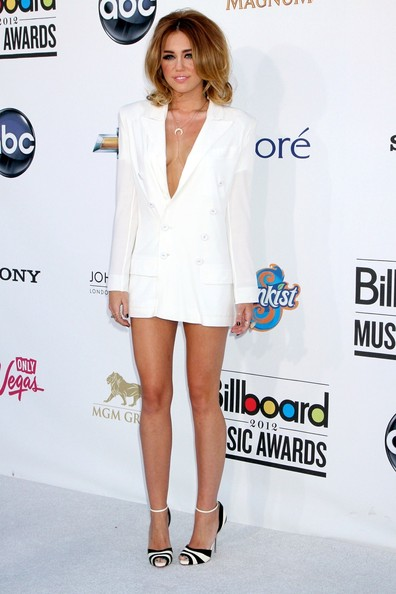 mini robe blanche sexy de Miley Cyrus