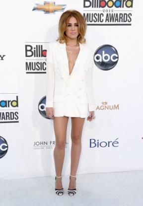 mini robe blanche sexy de Miley Cyrus