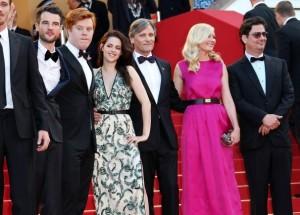 Montée des marches à Cannes de Sur la route