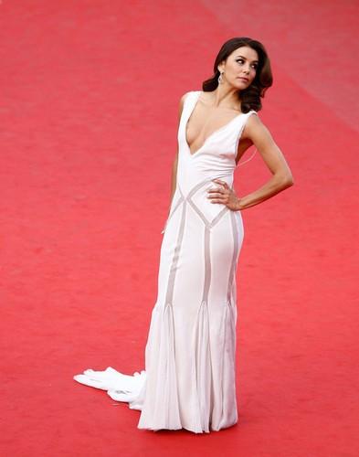 robe decolletée Eva Longoria Cannes