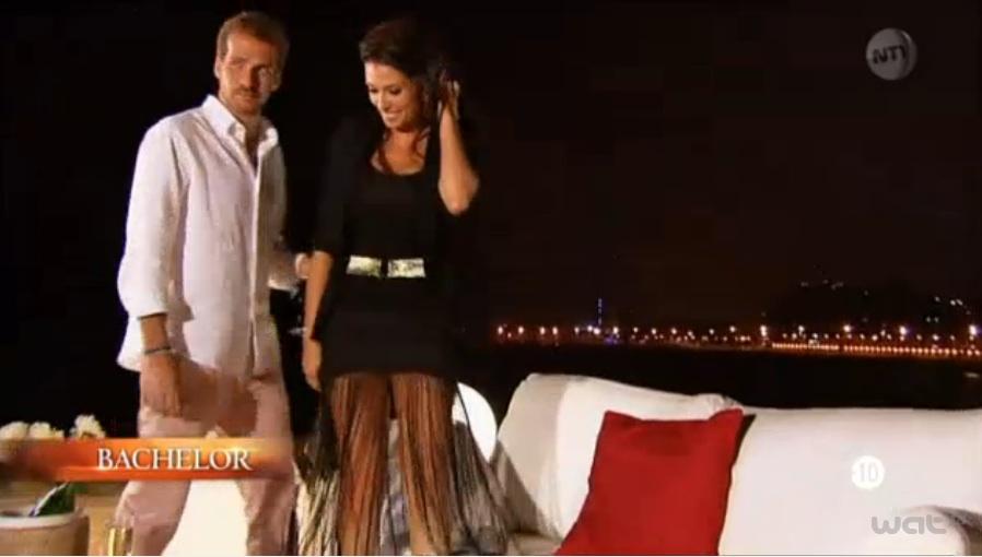 Livia du Bachelor robe noire à franges