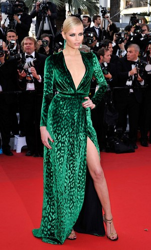 Natasha Poly sexy à Cannes