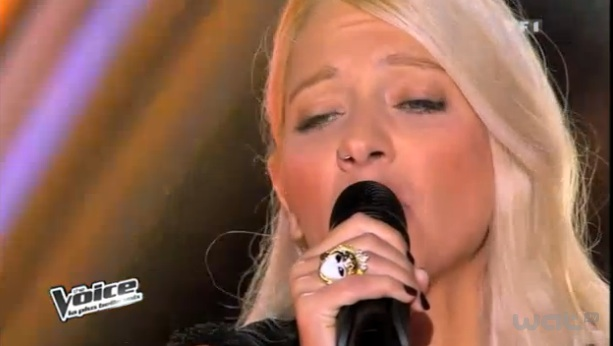 Stéfania chante Skyfall d'Adele dans The Voice
